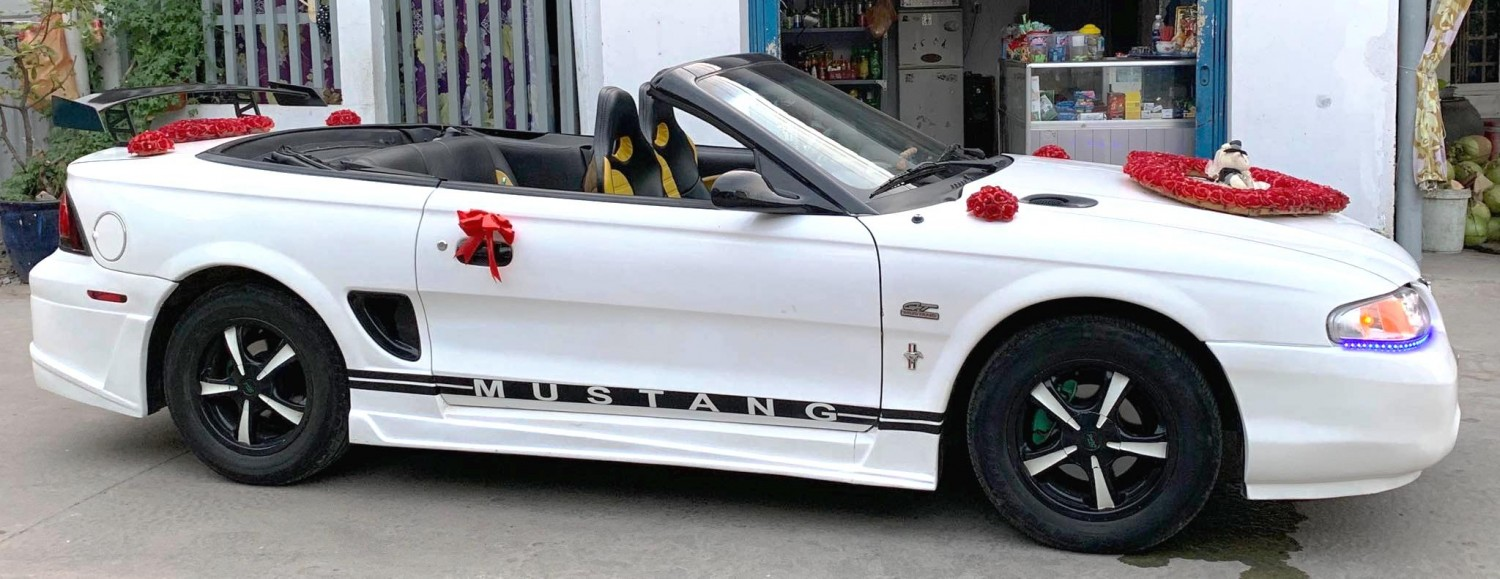 FORD MUSTANG MUI TRẦN